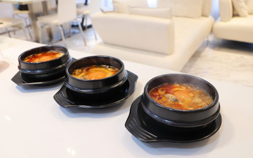 Sundubu jjigae is everyone's favorite(순두부찌개)